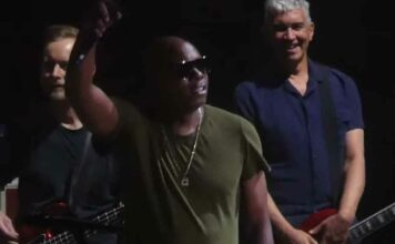 Dave Chappelle-joins-foo-fighters-for-cover-of-radiohead